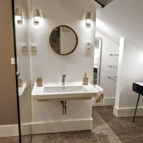 diseño interior baño bohardilla